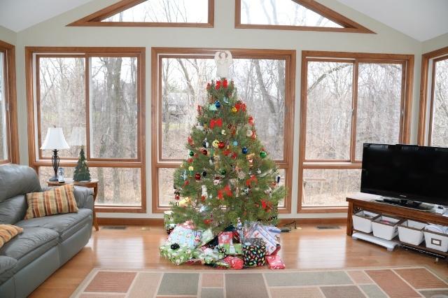 Photo of the Christmas tree at Hannah's home.